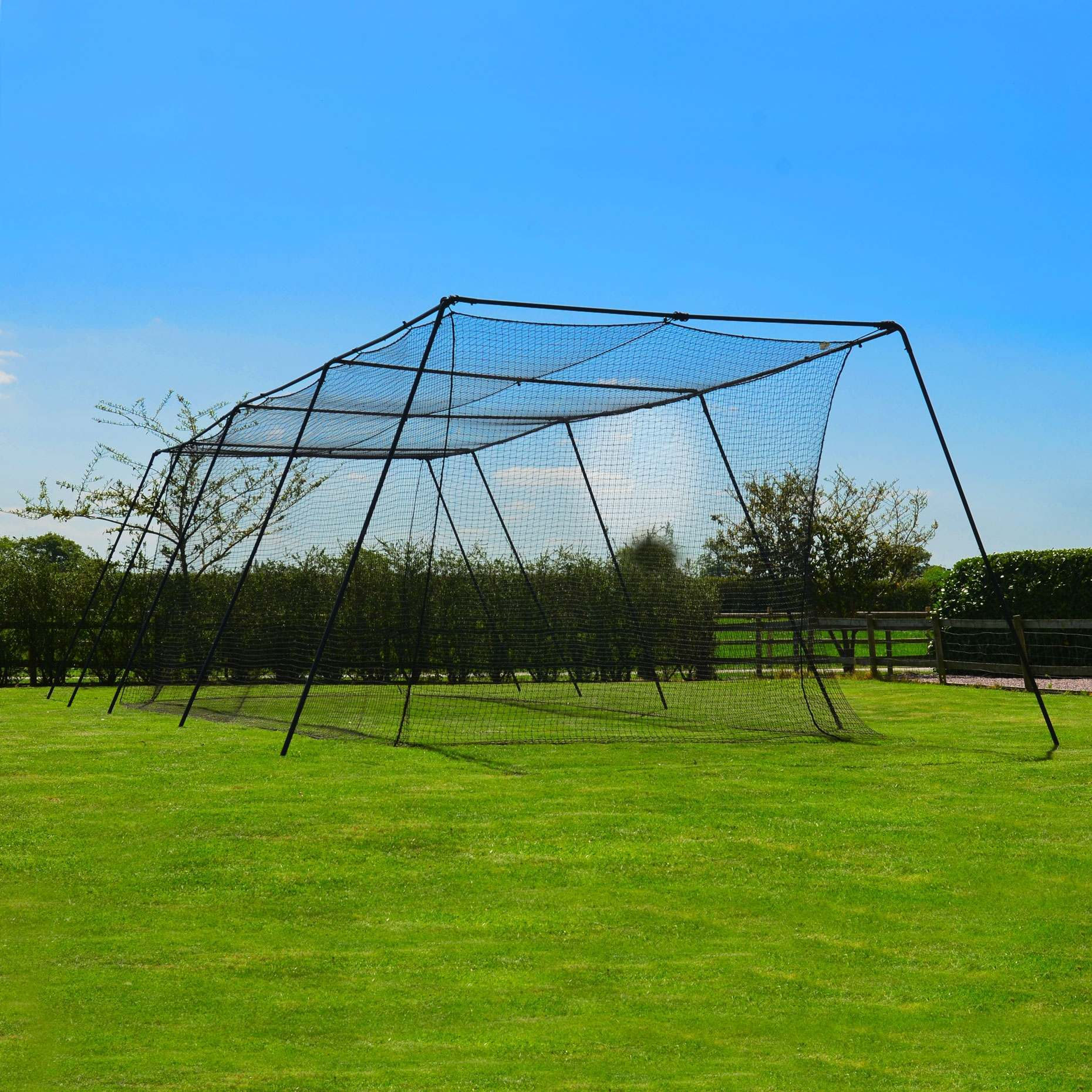FORTRESS trapezoid baseball cage />